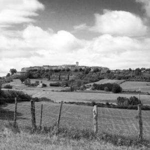 Le Village ciel de coton – Castelnau de Montmiral (Tarn) 40x60cm