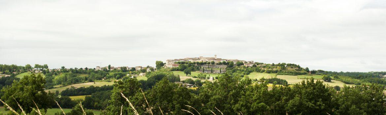 Castelnau-de-Montmiral-Le-Village-par-les-champs-©IsabelleFraysse